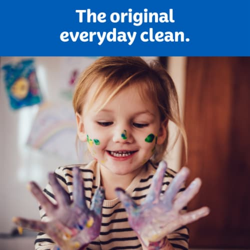 Kleenex® Trusted Care Everyday Facial Tissues Perspective: right