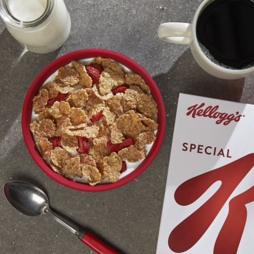 Kellogg's Special K Breakfast Cereal Red Berries Perspective: right