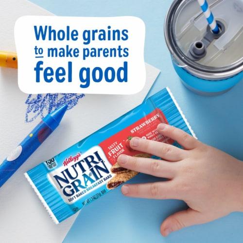 Kellogg's Nutri-Grain Soft Baked Breakfast Bars Strawberry Value Pack Perspective: right
