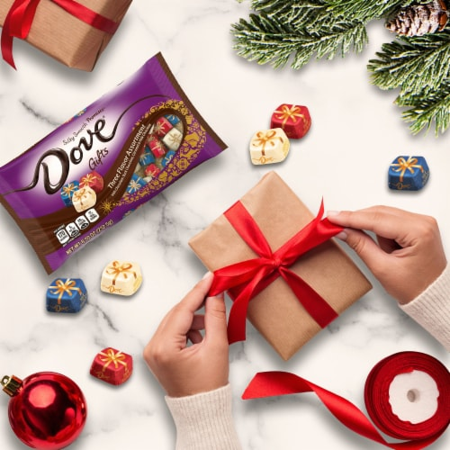 DOVE PROMISES Holiday Gifts Assorted Chocolate Christmas Candy Perspective: right