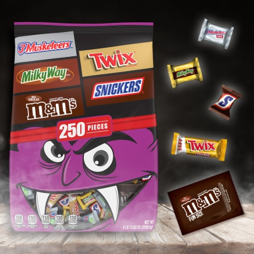 Mars Mixed Chocolate Halloween Candy Variety Pack Perspective: right
