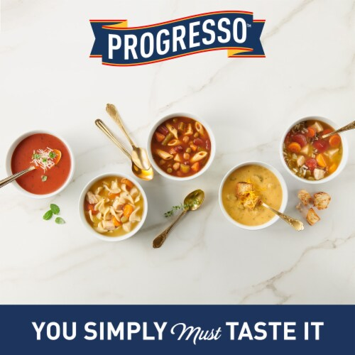 Progresso™ Traditional Chicken Noodle Soup Perspective: right