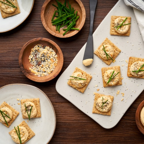 Triscuit Roasted Garlic Whole Grain Wheat Crackers Perspective: right