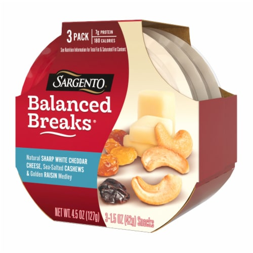 Sargento Balanced Breaks Sharp White Cheddar Cashews & Raisins Perspective: right