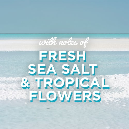 Glade® Invigorating Aqua Waves Candle Perspective: right