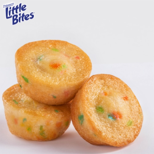 Entenmann's Little Bites Party Cakes Mini Muffins Pouches Perspective: right
