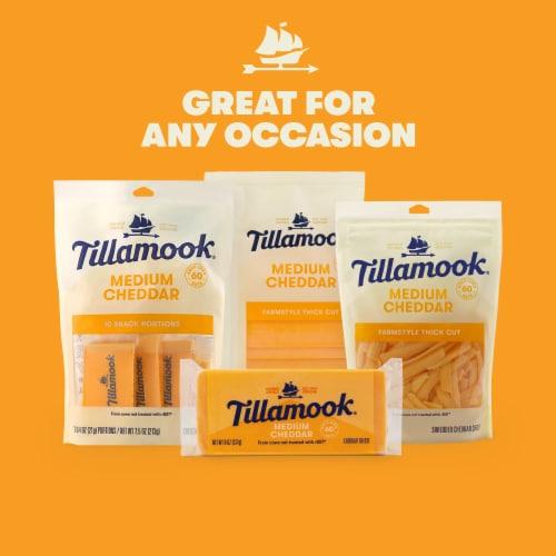 Tillamook Medium Cheddar Cheese Perspective: right