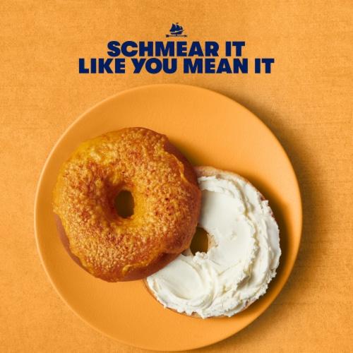 Tillamook® Very Veggie Farmstyle Cream Cheese Spread Perspective: right