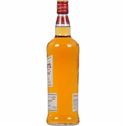 Dewar's White Label Blended Scotch Whisky Perspective: right