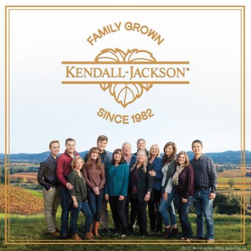 Kendall-Jackson Vintner's Reserve Merlot Red Wine Perspective: right