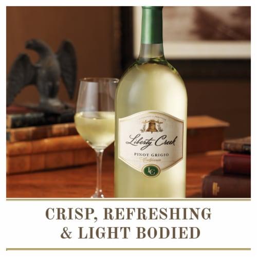 Liberty Creek Vineyards Pinot Grigio White Wine Perspective: right