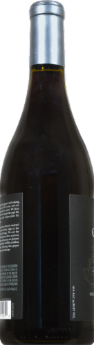 Gallo Family Vineyards Signature Series Pinot Noir Red Wine Perspective: right