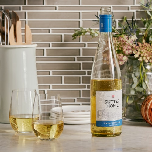 Sutter Home® Sweet Riesling White Wine Perspective: right