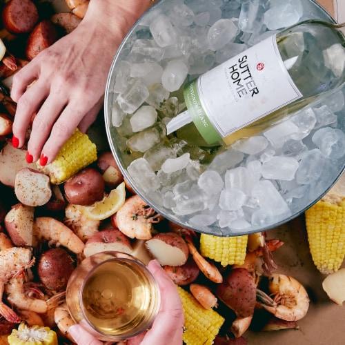 Sutter Home Sauvignon Blanc White Wine Perspective: right