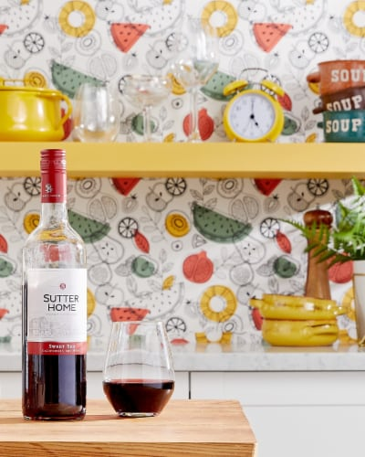 Sutter Home® Sweet Red Wine Perspective: right