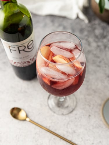 FRE Alcohol-Removed Red Wine Blend Red Wine Perspective: right