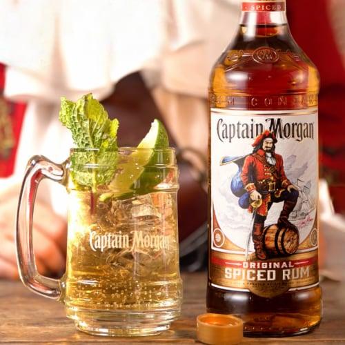 Captain Morgan Original Spiced Rum Perspective: right