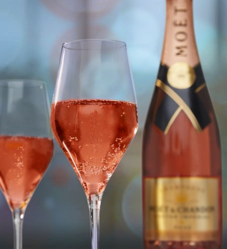 Moet & Chandon Nectar Imperial Rose Perspective: right