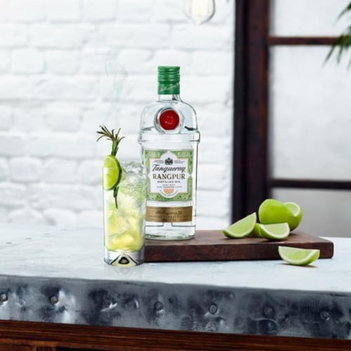 Tanqueray Rangpur Distilled Gin Perspective: right