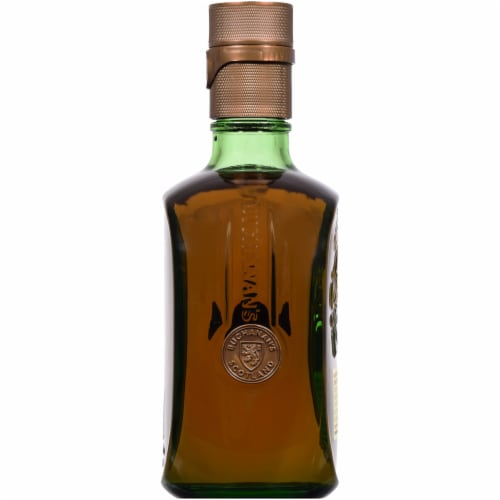 Buchanan's Special Reserve 18 Year Blended Scotch Whisky Perspective: right