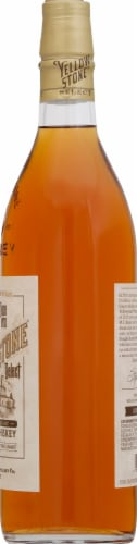 Yellowstone Select Kentucky Straight Bourbon Whiskey Perspective: right