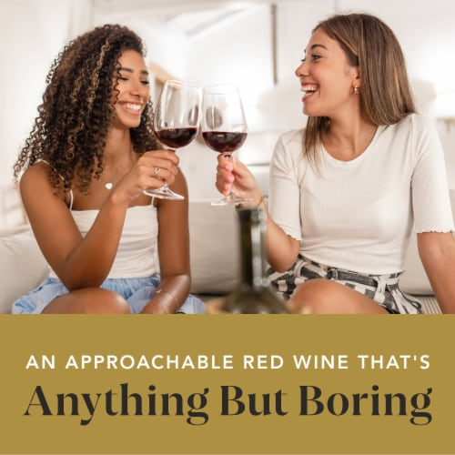 14 Hands Cabernet Sauvignon Red Wine Perspective: right