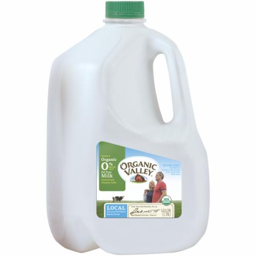 Organic Valley Fat Free Skim Milk Perspective: right
