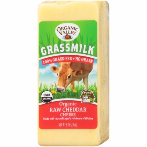 Organic Valley Grassmilk Organic Raw Cheddar Cheese Perspective: right