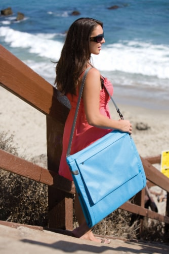 Beachcomber Portable Beach Chair & Tote, Blue Perspective: right