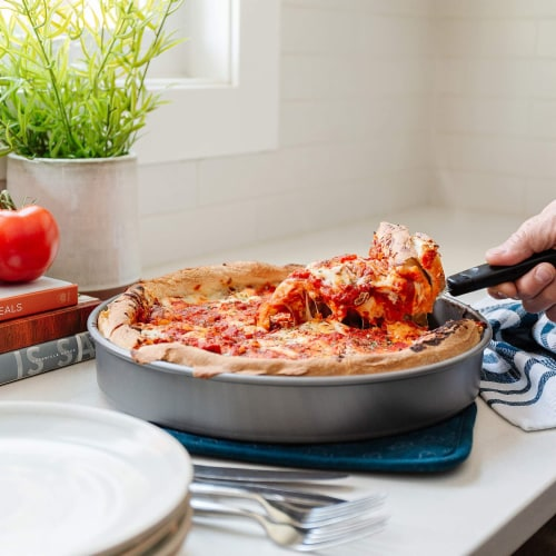 Chef Pomodoro Chicago Deep Dish Pizza Pan Perspective: right