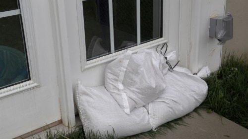 Halsted White Woven Sand Bags with Tie String Perspective: right