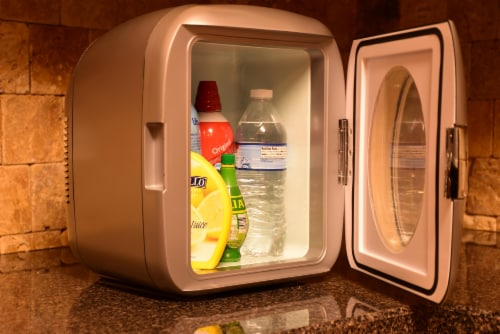 Uber Appliance Personal/Portable Mini Fridge 12 can Cooler/Warmer|indoor/outdoor|Home/office Perspective: right