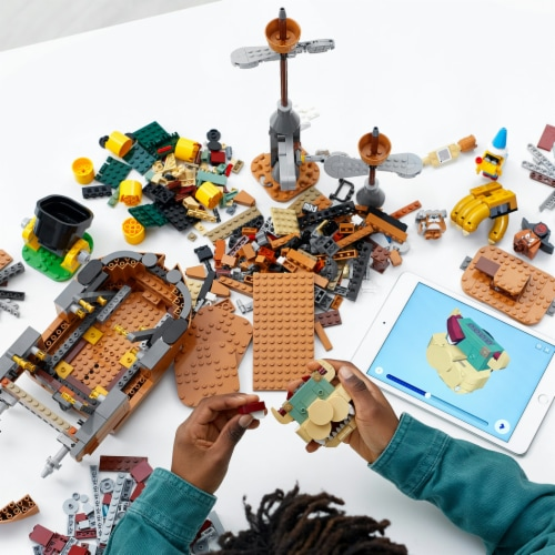 LEGO® Super Mario Bowser's Airship Perspective: right