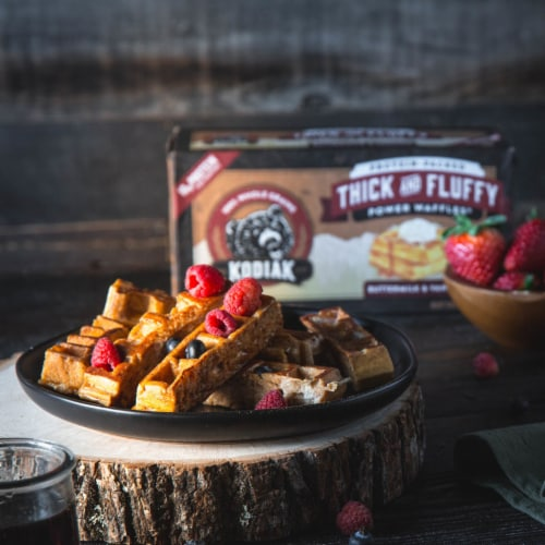 Kodiak Cakes Buttermilk & Vanilla Thick and Fluffy Power Waffles Perspective: right