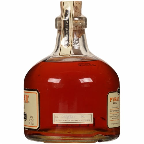 Pyrat XO Reserve Rum Perspective: right
