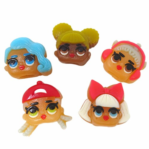 L.O.L. Surprise! Gummy Finger Puppet Candy and Collectible Stickers Perspective: right