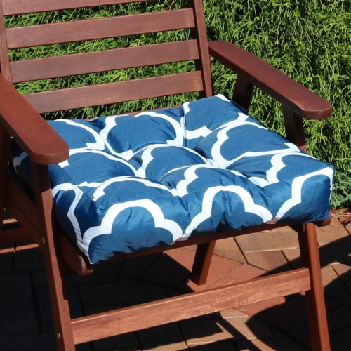 Sunnydaze Set of 2 Tufted Outdoor Seat Cushions - Navy Blue and White Quatrefoil Perspective: right