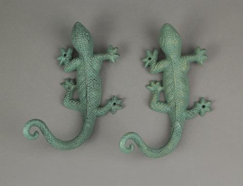 Set of 2 Verdigris Green Finish Cast Iron Gecko Lizard Wall Mount Plant Hanger Brackets Perspective: right