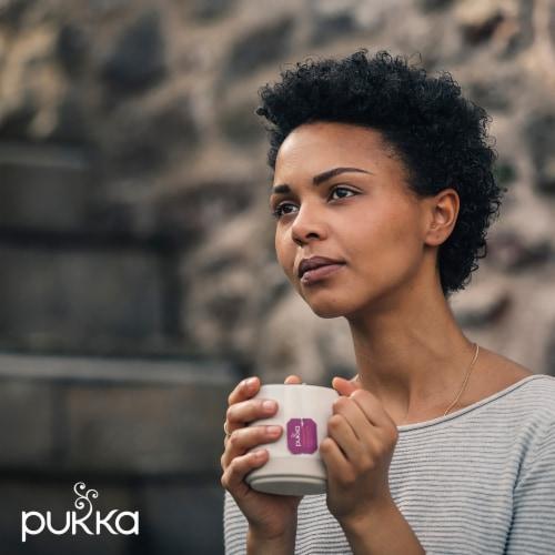 Pukka Blackcurrant Beauty Herbal Tea Perspective: right