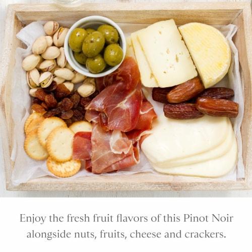 Joel Gott Pinot Noir Red Wine Perspective: right