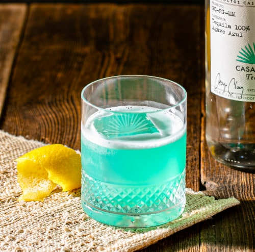 Casamigos Tequila Blanco Perspective: right