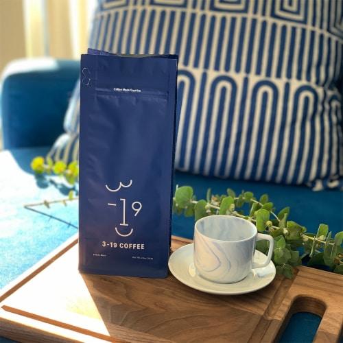 3-19 Coffee Dali Blend Dark Roast Whole Bean Coffee Perspective: right