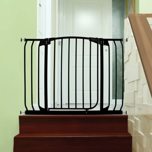 Dreambaby L798B Chelsea 38 to 46 Inch Auto-Close Baby Pet Safety Gate, Black Perspective: right
