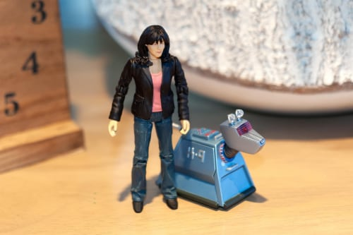 "Doctor Who 5.5"" Action Figure Set: Sarah Jane and K9 Perspective: right"
