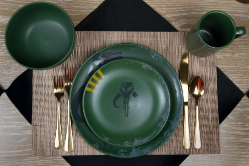 Star Wars Boba Fett Mandalorian Stoneware Plates & Bowl Collection | 4-Piece Set Perspective: right