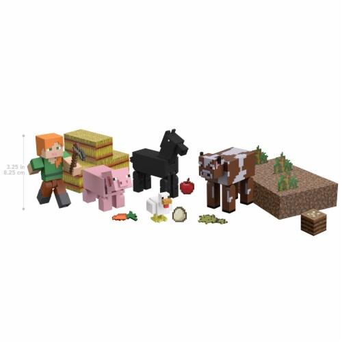Mattel Minecraft Farm Life Adventure Pack Perspective: right