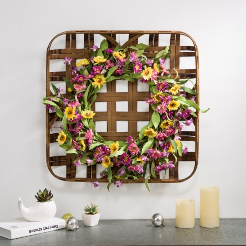 Glitzhome Chrysanthemum Wreath & Bamboo Tobacco Basket Decoration Perspective: right