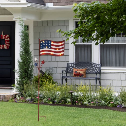 Glitzhome Patriotic Metal Flag Illuminated Yard Stake/Wall Sign Perspective: right