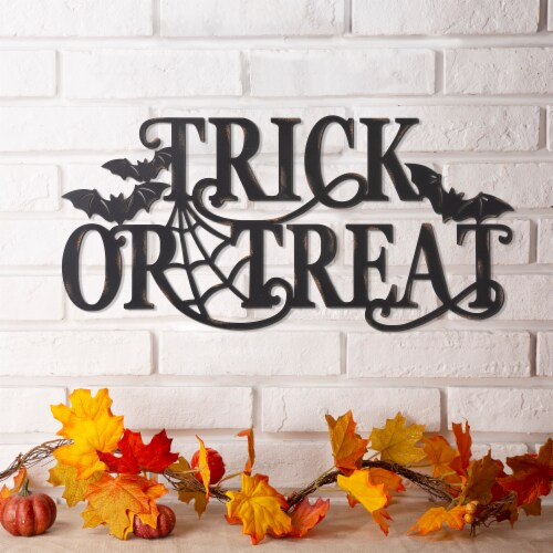 Glitzhome Metal Trick or Treat Wall Sign Perspective: right