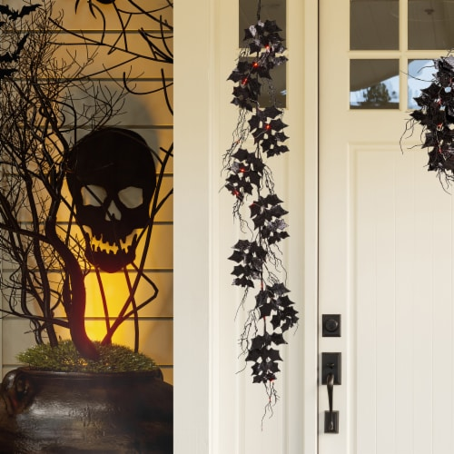 Glitzhome Lighted Halloween Bat Garland Perspective: right